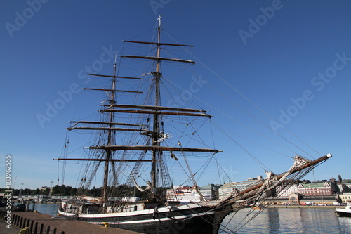 voilier 3 mats barque port Helsinki Poster