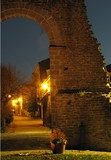 tramonto viale vialetto arco notte luci borgo paesetto medioevo Smerillo Marche Italia Fermo  - 183978936