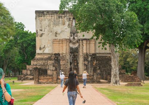 Foto op Aluminium Boeddha Tourist visit old buddha statue in Sukhothai Thailand
