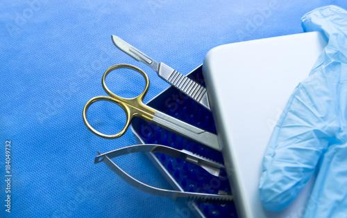 Foto op Plexiglas Havana tungsten, tray, needles, fine, wrap, sharp, scalpels, surgeon, sterilized, disinfection, forceps, tools, tissue, cardiovascular, accessories, handle, precision, box, case, knife, professional, wound,