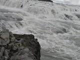 Wasserfall zwischen Felsen - 184099790