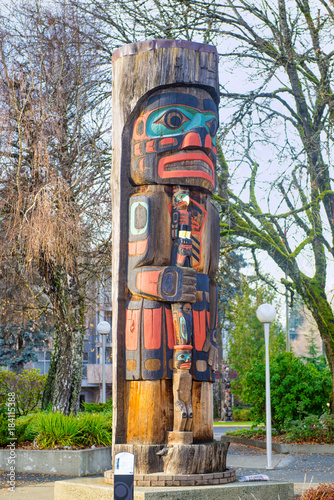 Poster Canada Ancient colorful Totem Pole in Duncan, British Columbia, Canada.