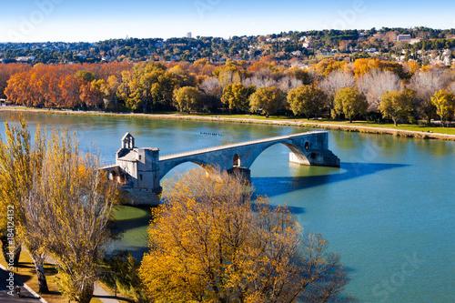 Naklejka Automne sur Avignon et le pont Saint-Bénézet