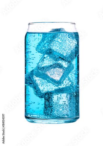 szklo-niebieskiej-energii-gazowanej-wody-z-lodem