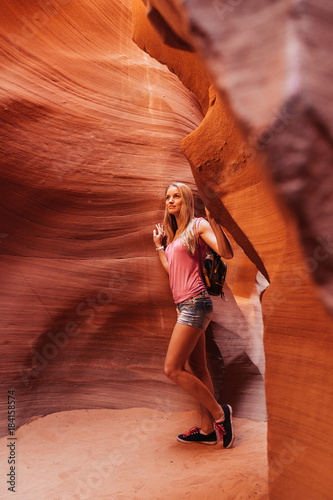Papiers peints Rouge traffic Young girl exploring Antelope Canyon in the Navajo Reservation near Page, Arizona USA
