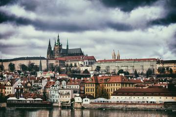 Vue de la cathédrale et du centre historique de Prague