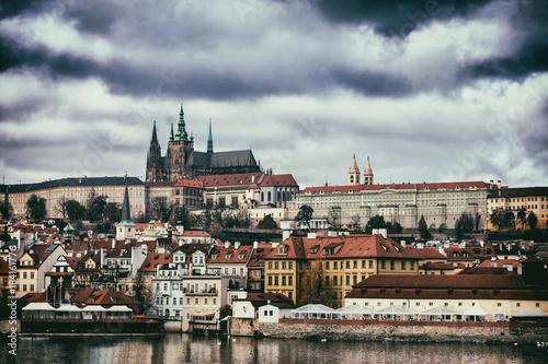 Vue de la cathédrale et du centre historique de Prague Poster