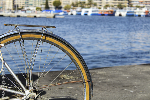 Foto op Canvas Fiets Vintage bicycle by the sea
