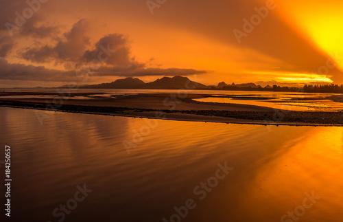 Fotobehang Oranje eclat sunset at the beach