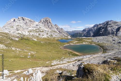 Deurstickers Bergen Italien, Dolomiten, Hochpustertal, Naturpark Drei Zinnen, die Bödenseen, unterhalb der Drei Zinnen-Hütte.