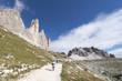 Quadro Italien, Dolomiten, Hochpustertal, Naturpark Drei Zinnen Wanderweg auf der Südseite der Drei Zinnen zwischen Auronzo- und Lavaredo Hütte.