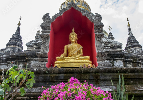 Deurstickers Boeddha Golden Buddha statue at the Wat Bupparam Temple in Chiang Mai Thailand