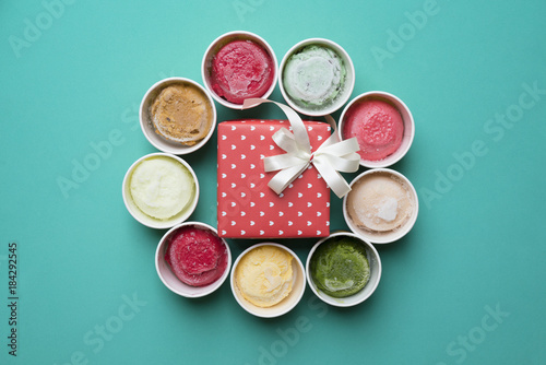Wall mural ice cream with a gift box on green background