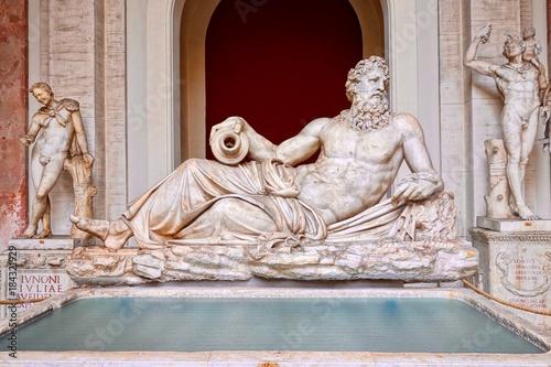Tuinposter Rome River god sculpture
