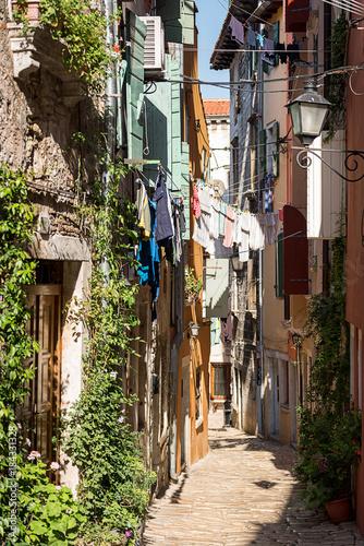 Staande foto Smal steegje Streets of Rovinj