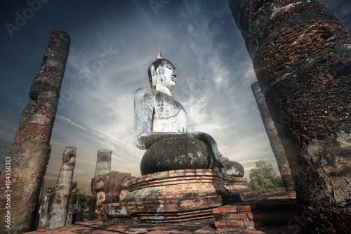 Foto op Aluminium Boeddha Giant statue of Buddha in Wat Mahathat , Sukhothai , Thailand.
