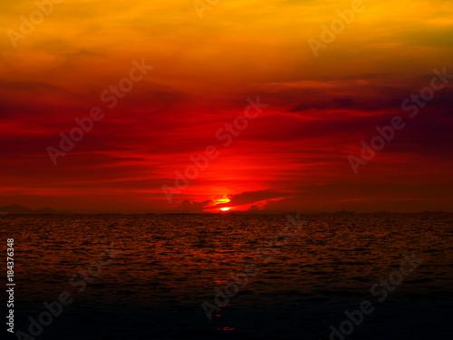 Staande foto Bruin sunset last light of sun on horizontal line over orange sky