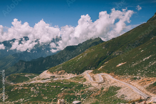 Poster Zalm beautiful scenic mountain landscape with road in Indian Himalayas, Rohtang Pass