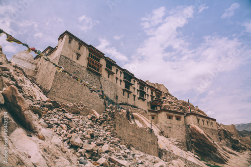 Papiers peints Lilas low angle view of traditional architecture in Indian Himalayas, Leh