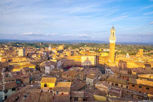 Fotobehang Toscane Downtown Siena skyline in Italy