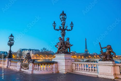most-aleksandra-iii-przez-sekwane-w-paryzu,-francja