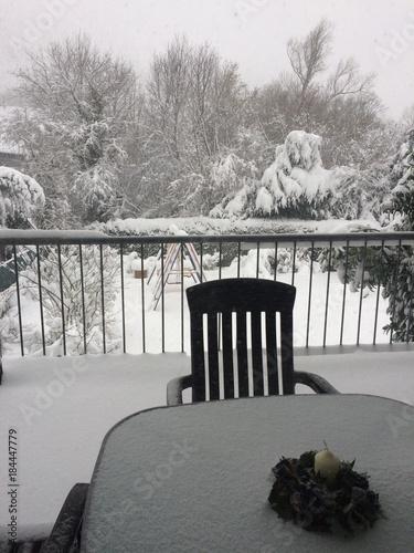 Foto op Canvas Grijs Verschneiter Balkon im Advent