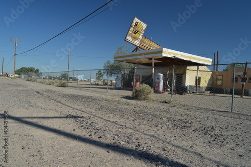 Fotobehang Route 66 Old Abandoned Gas Station On Route 66. June 21, 2017. California, USA, EEUU.