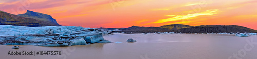 Foto op Canvas Lavendel Jokulsarlon ice lake in Iceland at sunset