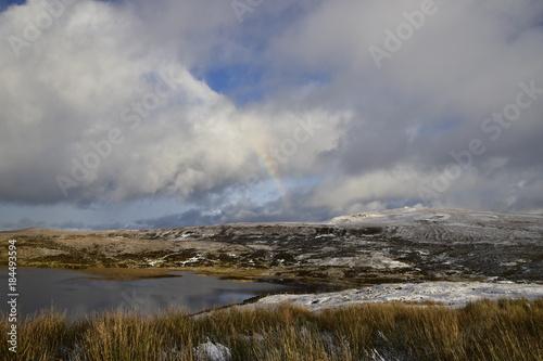 Foto op Canvas Donkergrijs Rainbow at snowy Storr Lochs