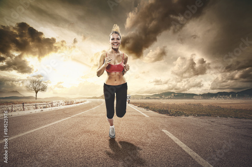 In de dag Jogging fit blonde girl jogging int the countryside