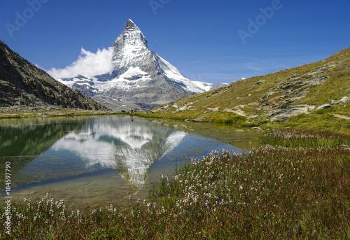 Keuken foto achterwand Bergen ZERMATT-MATTERHORN - Riffelsee in der Wollgrasblüte mit Matterhornspiegelung