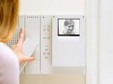 Person using intercom - 184599944