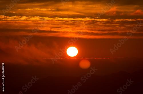 In de dag Oranje eclat 真っ赤な太陽