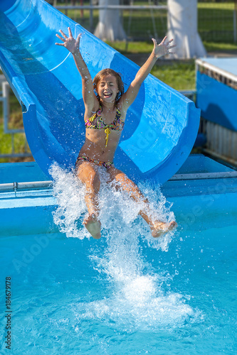 Poster Pretty girl enjoy the water-park in summer