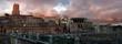 Roma, Italia. Vista panoramica del Foro Traiano dall'alto. Cielo di fuoco. Immagine ad alta risoluzione