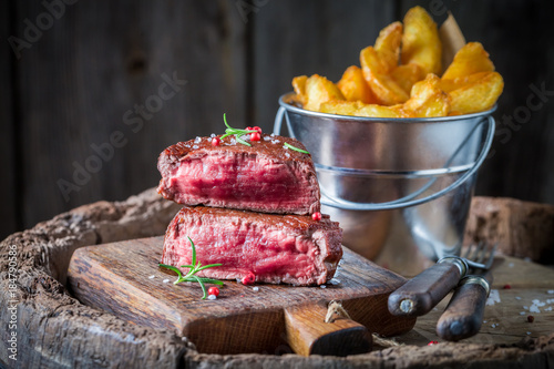 Keuken foto achterwand Steakhouse Chips and steak with rosemary and salt on wooden barrel