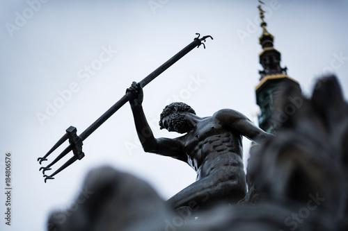 Close-up of Neptune's Fountain, w centrum Gdańska, Polska. Zdjęcie z płytkiej głębi ostrości.