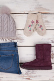 Hat, gloves, jeans and boots - 184816952