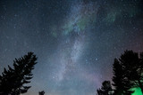 Via lactea y aurora boreal en Noruega