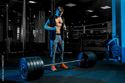 Strong man working in gym	 - 184857787