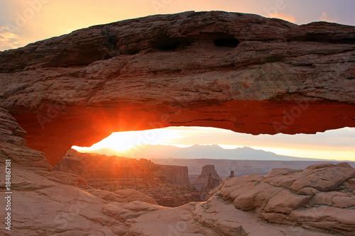 Staande foto Diepbruine Sunrise glow in the Utah desert, USA