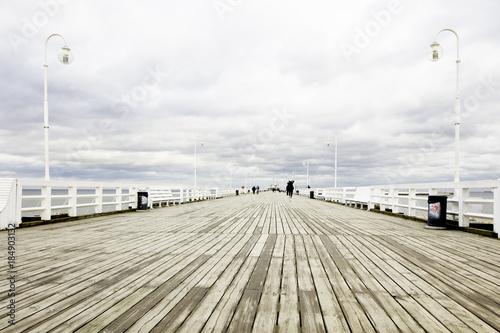 Molo w Sopocie, jesień, pochmurno