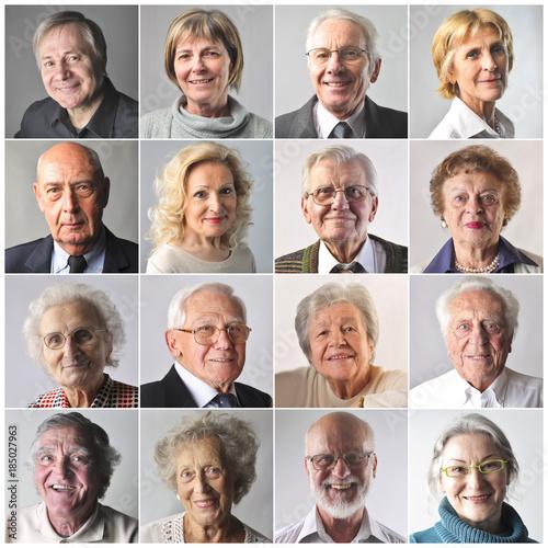 Foto Murales Smiling elderly people