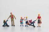 miniatura di una famiglia numerosa - 185042923
