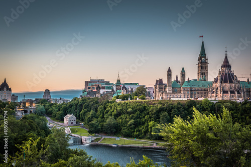Staande foto Canada OTTAWA, ONTARIO / CANADA - AUGUST 06 2017: PARLIAMENT HILLS. MORNING