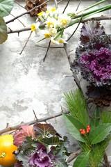 葉牡丹と正月の花 銀色背景