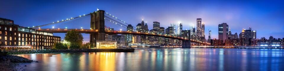 Brooklyn Bridge Panorama mit Manhattan Skyline im Winter