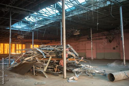 Fotobehang Oude verlaten gebouwen Construction