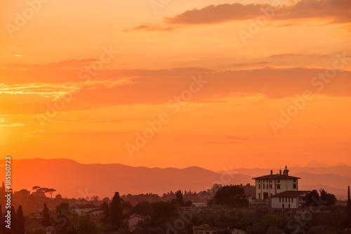 Fotobehang Oranje eclat Red sunset in the mountains