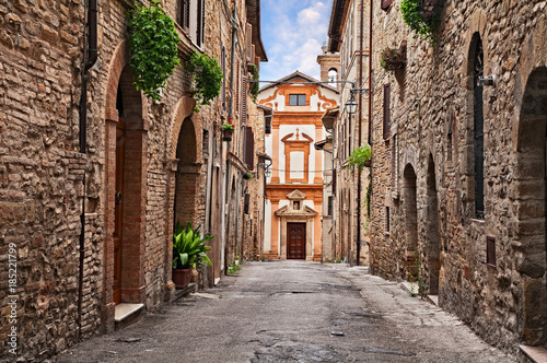 Poster Smal steegje Bevagna, Perugia, Umbria, Italy: alley and church in the old town
